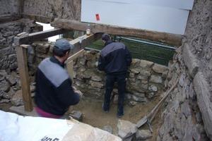 Die Bruchsteinwände verfugten die Handwerker originalgetreu wieder mit Lehmmörtel<br />