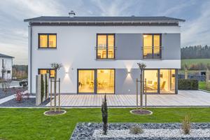 """Und so sieht das im vergangenen Jahr in Wernberg fertig gestellte Musterhaus der Firma Josef Reger Bau aus<span class=""""bildnachweis"""">Fotos (3): Ytong / Holger Krull</span>"""