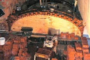 Das bei vorangegangenen Umbauten abgebrochene Kreuzgewölbe mauerten die Handwerker wieder auf<br />