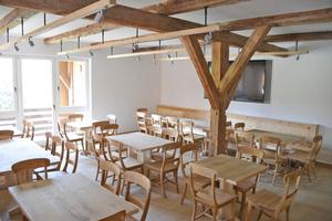 Der Schulungs- und Aufenthaltsraum mit bis zu 40 Sitzplätzen, EDV-Ausstattung und Loggia