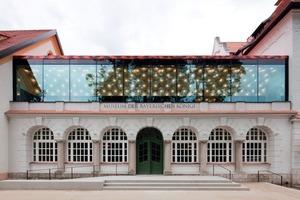 Als sichtbares Zeichen des Umbaus trägt der ehemalige Speisesaal des Hotels als Verbindungsbau ein weiteres Geschoss