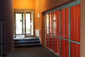 Die inneren Holz-Glastüren sind original erhalten