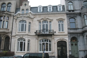 Vertretung von Rheinland-Pfalz in Brüssel: Kramp & Kramp sanierten Fenster, Gauben und Traufgesimse