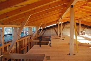 Die Holzkonstruktion wurde ins dritte Obergeschoss hineingestellt und fungiert hier als Vorsatzschale, die im vierten Obergeschoss zur Fassade wird<br />Fotos: Fermacell<br />