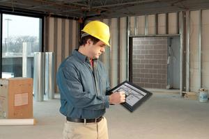 Ausmessungen,<br />Flächenberechnungen, Materialbedarf und Bauschädenbewertungen lassen sich mit einem baustellengeeigneten Tablet PC direkt und ohne Umwege verarbeitenFoto: Motion Computing