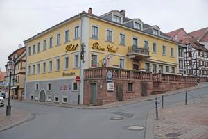 """Das Hotel """"Prinz Carl"""" ist eine auf einem Steinsockel ruhende, verputzte Fachwerkkonstruktion<span class=""""bildnachweis"""">Fotos: Robert Mehl</span>"""