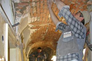 Am Darmstädter Hof in Baden-Baden bauten die Mitarbeiter von Dengel-Bau das historische Kreuzgewölbe von unten aus- und wieder ein