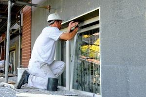 Anpassung der Dämmschicht an die Fensteröffnungen<br />