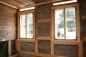 Mit Lehm ausgefachte Fachwerkaußenwand<br />