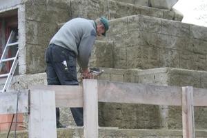 Zum Teil wurden die Steine gezielt beschädigt, um den Ruinencharakter des Tempels zu unterstützen<br />