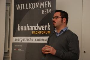 Kai Burcek von der Firma Knauf Perlite referiert zum Thema der kapillaraktiven mineralischen Innendämmung TecTem<br />