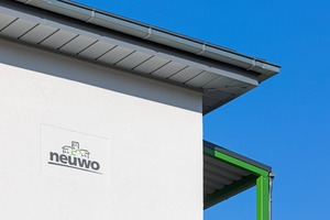 Das Logo der Neustrelitz Wohnbaugesellschaft mbH mit seinen Grau- und Grün-Gelb-Tönen stand Pate für das Farbkonzept