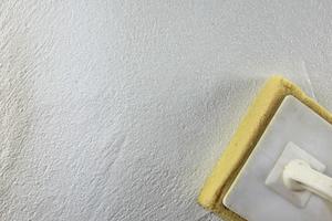 Oberfläche mit Schwammbrett verwaschen und dadurch die Ecken abrunden
