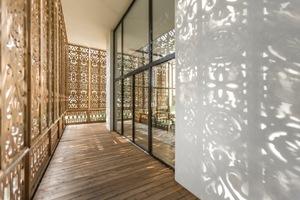 Ans ferne Asien erinnern die bäuerlichen Muster an der Hausfassade<br />