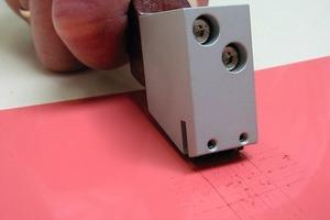 Die Tragfähigkeit einer Altbeschichtung wird mit Gitterschnitt nach DIN EN ISO 2409 geprüft<br />