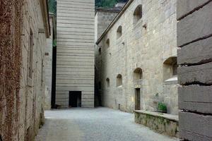 Die vertikale Erschließung erfolgt in Treppentürmen aus Sichtbeton<br />