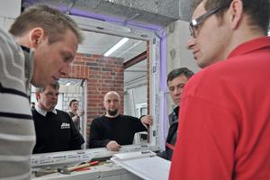 In dem vor kurzem in Meldorf eröffneten Trainingscenter können Handwerk die Montage von Fenstern und Türen am konkreten Objekt üben<br />Fotos: Aldra