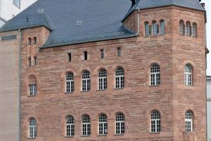 """Das markante rote Sandsteingebäude der Fakultät Musik der UdK Berlin im neoromanischen Stil unweit des Ernst-Reuter-Platzes<span class=""""bildnachweis"""">Foto: UdK Berlin</span>"""