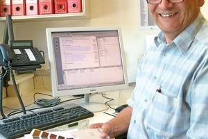 Von der Planung (Bild links) bis zum fertig gestellten Gebäude (rechts daneben) hat Zimmermeister Norbert Wagner mit der Mittelstands-Software MOS´aik alle Arbeitsabläufe in seinem Betrieb im Griff<br />