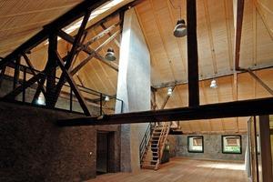 Der gotische Dachstuhl des Anistzes musste in seiner tragenden Struktur erhalten bleiben<br />Fotos: Johannes Fein<br />