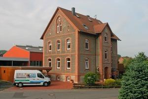 Das zweischalige Mauerwerk des 1872 in Lauenhagen erbauten Wohnhauses bot sich für eine Einblasdämmung geradezu an<br />