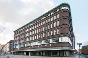 Im Osten zeigt sich das Hans-Sachs-Haus dagegen in seinem ursprünglichen ZustandFotos: Sebastian Brink