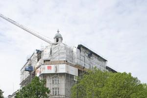 Blick auf das Gebäude mit SchutzdachFoto: Robert Mehl
