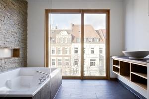Die Badeinbauten in der Maisonettewohnung entstanden nach Vorgaben des Bauherrn