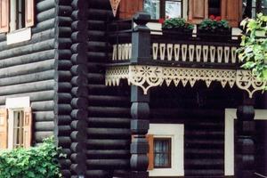 Die Blockhäuser der russischen Kolonie in Potsdam (erbaut 1826/27) sind bis heute mit natürlichen, unbedenklichen Werkstoffen gebaut und erhalten worden<br />