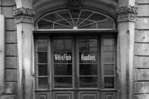 Vor dem Zweiten Weltkrieg war die Eingangstür verglast<br />Fotos (2): Archiv Sven Fiedler
