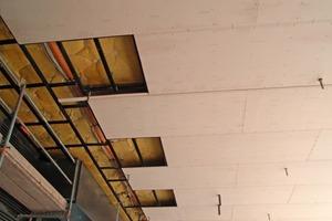 Durch die hohe Festigkeit der zementgebundenen Trockenbauplatten konnte eine beschichtete Deckenunterkonstruktion minimiert werden<br />Fotos: Eternit / Claus Graubner<br />
