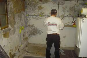 Erdberührte Kellerinnenwände vor der Instandsetzung in der Kölner Innenstadt