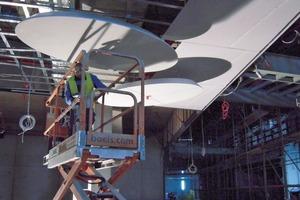 Links: Nach der Installation der Deckenvoute war die Verspachtelung nur an den Stößen notwendig<br />