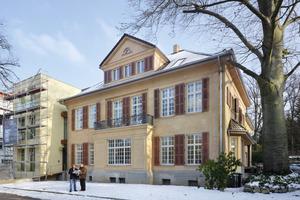 Das ursprüngliche Erscheinungsbild der Villa Luise in Aachen wurde im Rahmen einer Sanierung weitgehend originalgetreu wiederhergestellt, der Anbau hingegen bewusst modern gestaltet<br /><br /><br />
