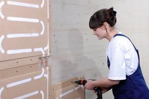 Schraubenbefestigung der Wandflächenheizelemente<br />