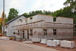 Die Häuser werden massiv aus Porenbetonsteinen von Ytong erbaut