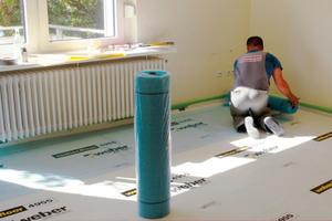 Rechts: Mit Armierungsgewebe aus Glasfasern verstärkenFotos: Saint-Gobain Weber