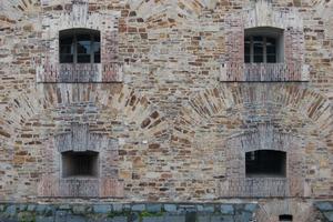 Das Mischmauerwerk stellt als Schwerpunkt der Sanierungsarbeiten  für die Handwerker eine große Herausforderung dar<br />