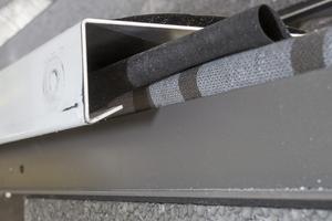 Detail: Die Blechabdeckungen bildeten die Orientierung für das Anarbeiten des Putzes