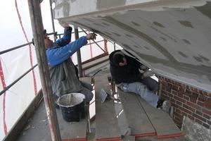 Die neue Verkleidung des Wasserbehälters besteht aus zementgebundenen Bauplatten, die anschließend verputzt wurden<br />