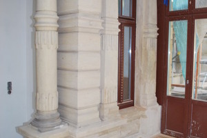 Detail Sandsteinfassade im Verandabereich