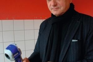 Leicht, handlich und in ihrem praktischen Wert nicht zu unterschätzen: Architekt Thomas Spooren testet die i7 Wärmebildkamera<br /><br /><br /><br />