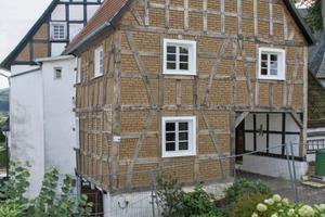 Das Haus Spieker in Herscheid war vor der Sanierung einsturzgefährdet. Jetzt beherergt das 280 Jahre alte Fachwerkgebäude unter anderem das örtliche StandesamtFotos: Philip Lehmann