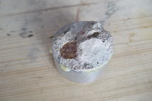 Erwünschtes Bruchbild: Abreißstempel mit Kohäsionsbruch im Beton<br />