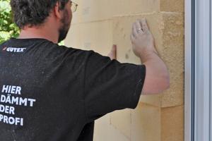 Die neuen Fenster sind bündig ans Mauerwerk gesetzt und werden überdämmt⇥Fotos: Gutex