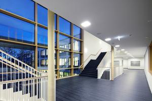 Die Aufgänge erlauben den Schülern einen direkten Zugang zu ihren Klassenräumen<br />