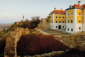 Schloss Ilock nach Abschluss der Restaurierung mit umfangreicher Putz- und Mauerwerksanierung<br />