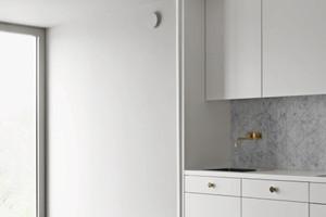 Küchenzeile mit sich daran anschließenden inneren Erker in der Außenwand