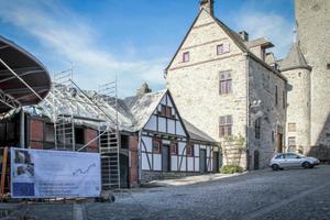 Die neuzeitliche Remise der mittelalterlichen Burg Altena musste für einen Aufzugsschachtbau abgebaut, kartiert, eingelagert und an selber Stelle wieder aufgebaut werden