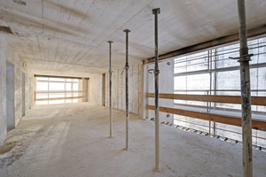 Das gleiche Hochbunkergeschoss mit in die Außenwände eingeschnittenen Öffnungen